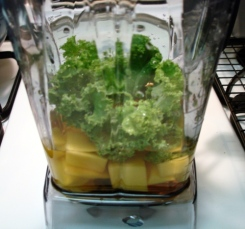 mango & kale 'green smoothie' - ingredients - side view