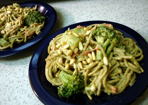 spinach pasta w/ hurry up alfredo sauce, broccoli, and tomatoes